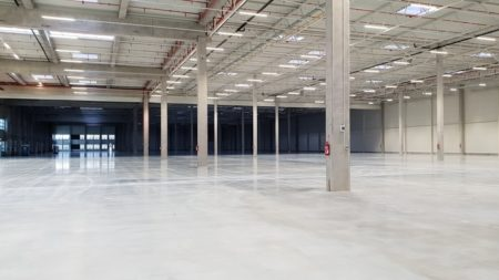 A new warehouse for rent in Lodz with 14 docks and area 13076 sq m